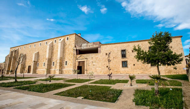 Romanticismo & Relax:  Acceso al SPA, cava y bombones en un palacio medieval (desde 2 noches)