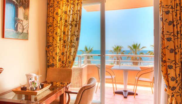 Escapada con cena y spa en Sitges en habiatción doble superior con vistas al mar