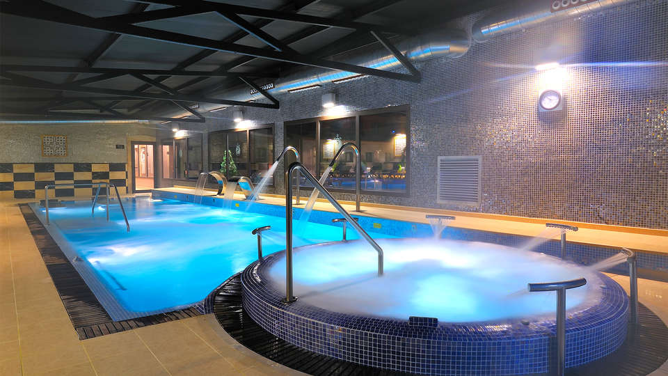 Sallés hotel Aeroport Girona - EDIT_pool9.jpg