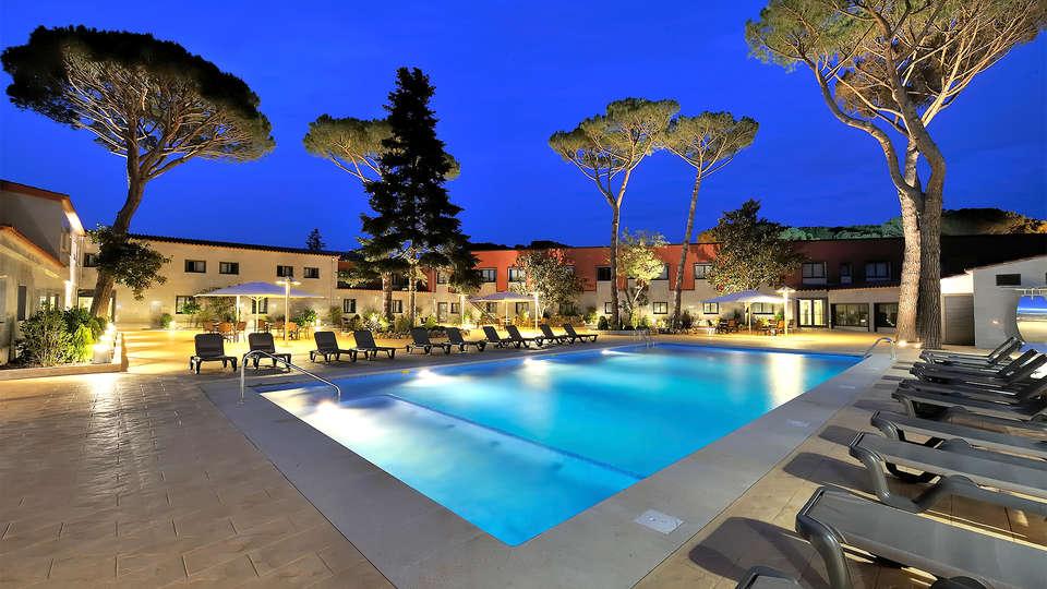 Sallés hotel Aeroport Girona - EDIT_pool8.jpg
