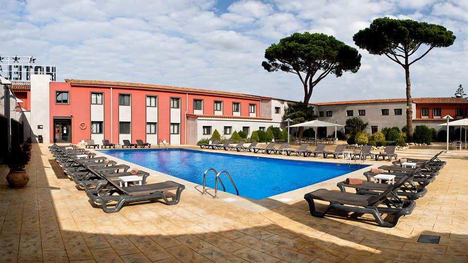 Sallés hotel Aeroport Girona - EDIT_pool7.jpg