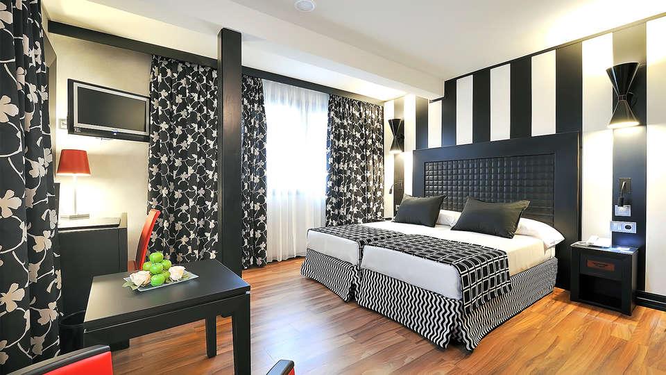 Sallés hotel Aeroport Girona - EDIT_room1.jpg