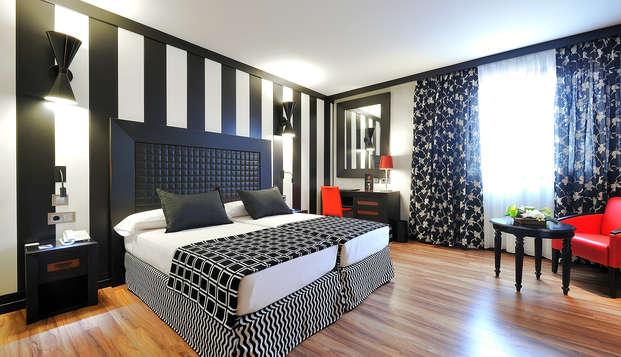 Salles hotel Aeroport Girona - room