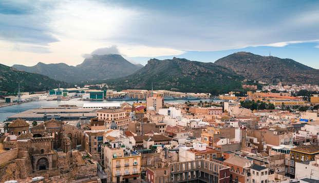 Escapada romántica en Cartagena en habitación superior y con crucero por el mar