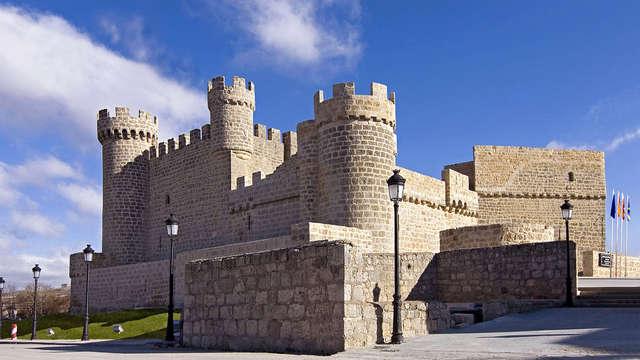 Escapada romántica con bombones y cava en la habitación de un castillo medieval