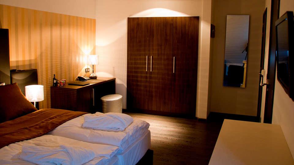 Hotel de Boskar 1773 - edit_new_room3.jpg