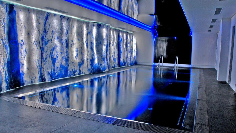 Best Western Plus - Design & Spa Bassin d'Arcachon - EDIT_pool3.jpg