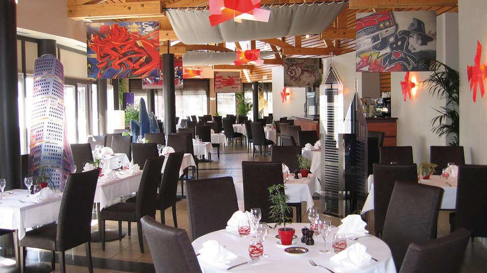Hôtel Archamps Porte Sud de Genève - edit_restaurant2.jpg