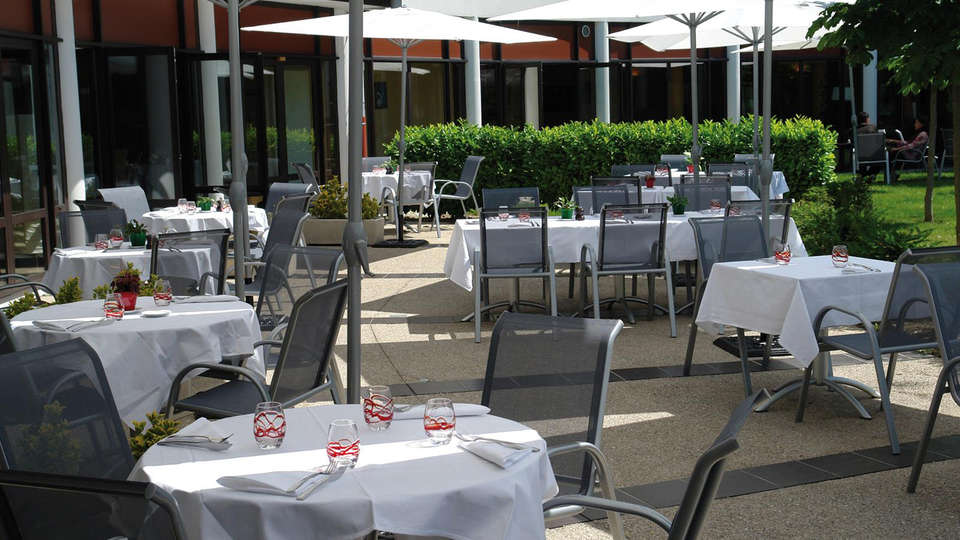 Hôtel Archamps Porte Sud de Genève - edit_terrace2.jpg