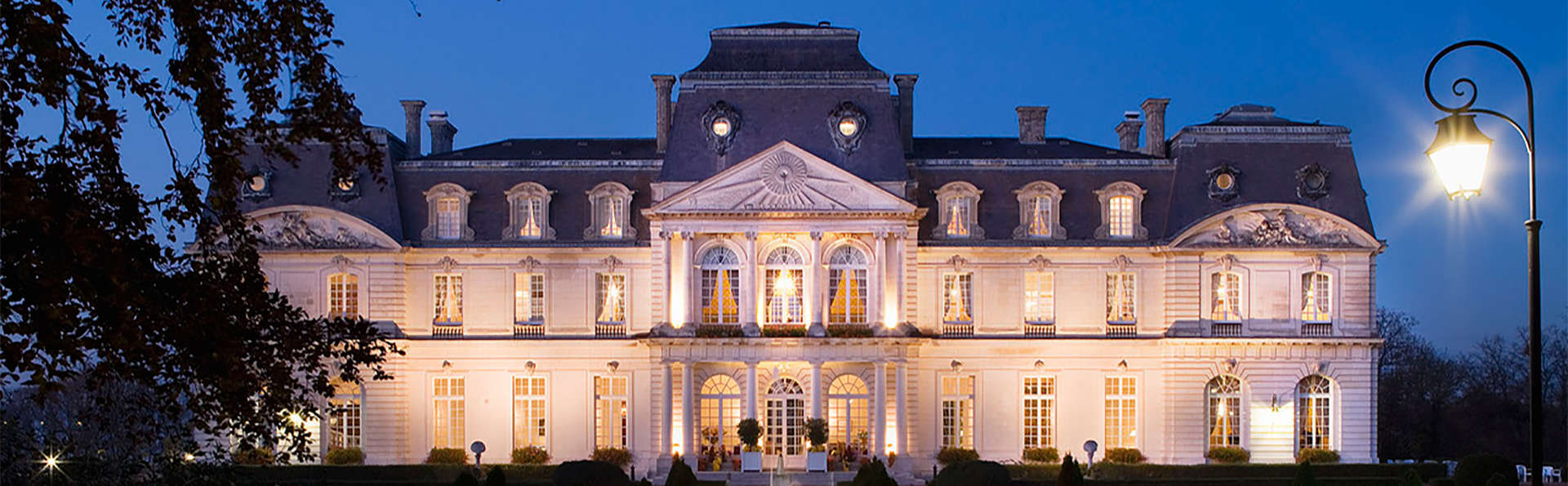 Château D'Artigny - EDIT_facade2.jpg