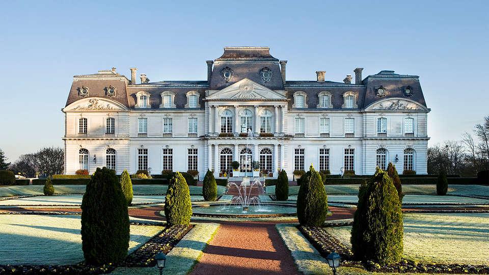 Château D'Artigny - EDIT_facade3.jpg