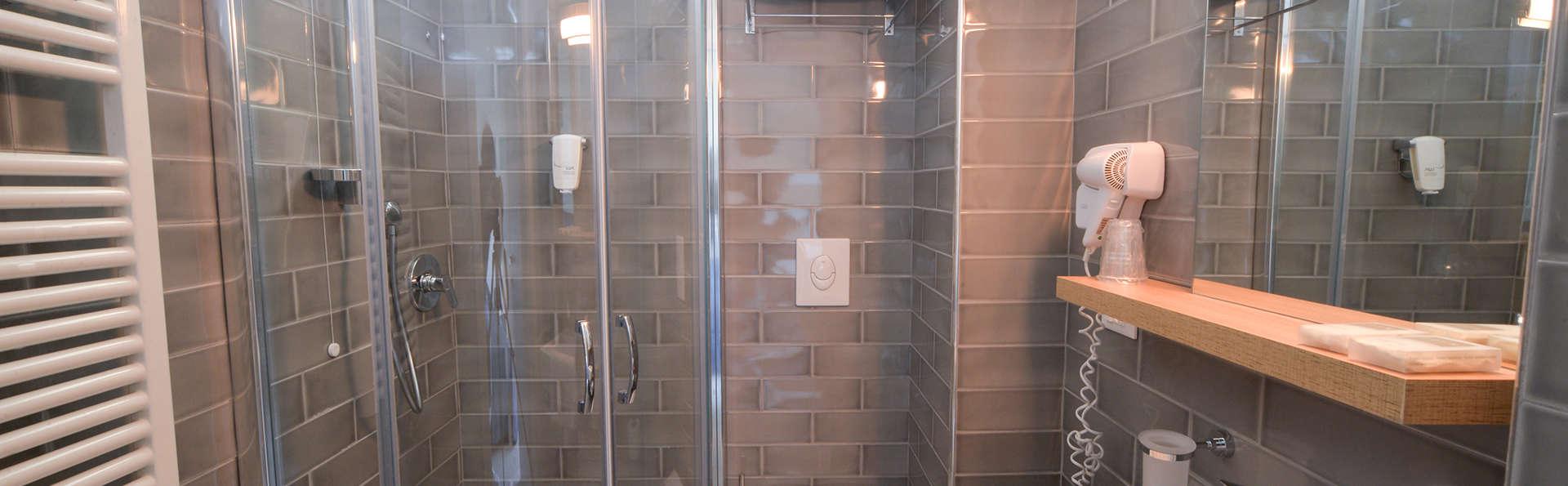 Nautilus Family Hotel - Edit_Bathroom5.jpg