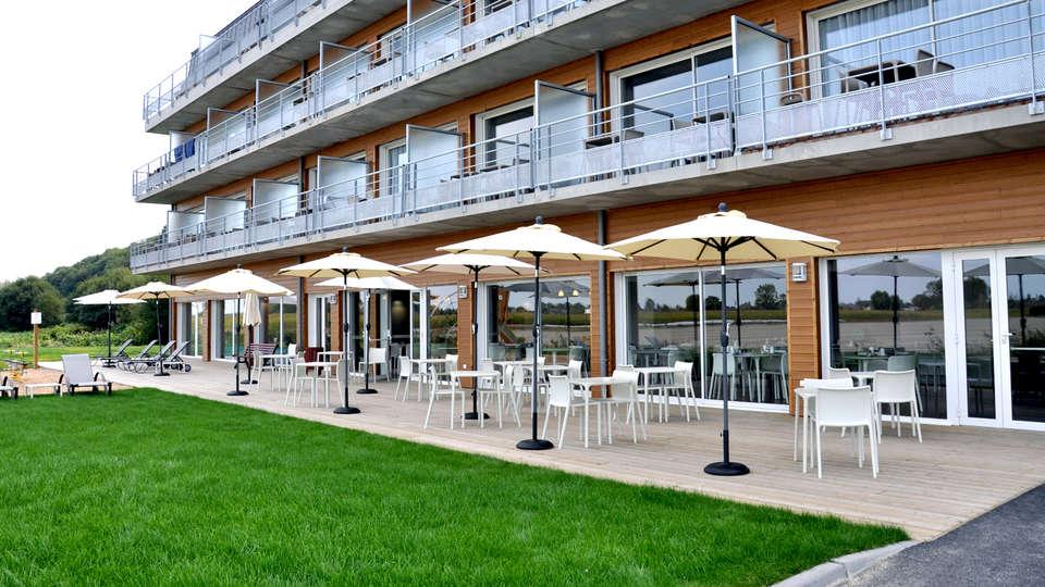 Vacanceole Le Domaine du Mont Mont St Michel  - Edit_Terrace.jpg