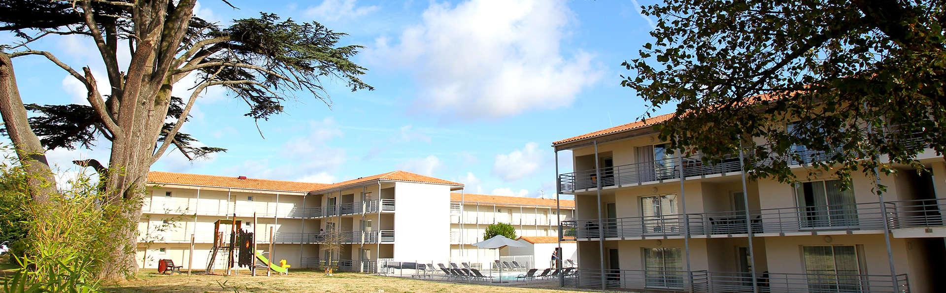 Vacanceole Domaine Du Château La Rochelle Ile de Ré - Edit_Front2.jpg