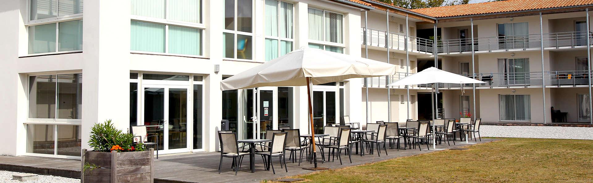 Vacanceole Domaine Du Château La Rochelle Ile de Ré - Edit_Terrace3.jpg