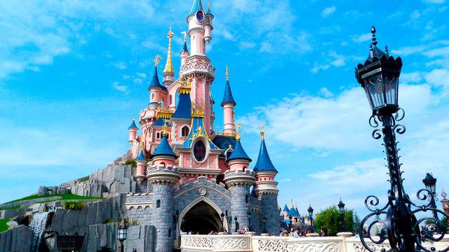 Week-end avec entrée aux parcs Disneyland® Paris jusqu'à 4 personnes (1 Jour / 2 Parcs)