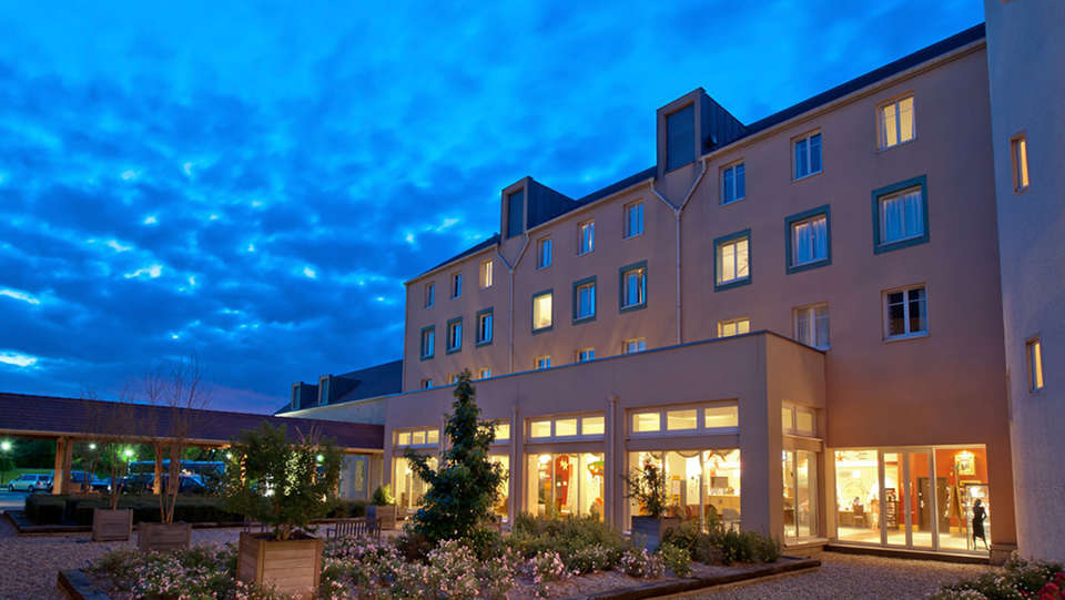 Explorers Hotel Marne-la-Vallée - EDIT_front.jpg