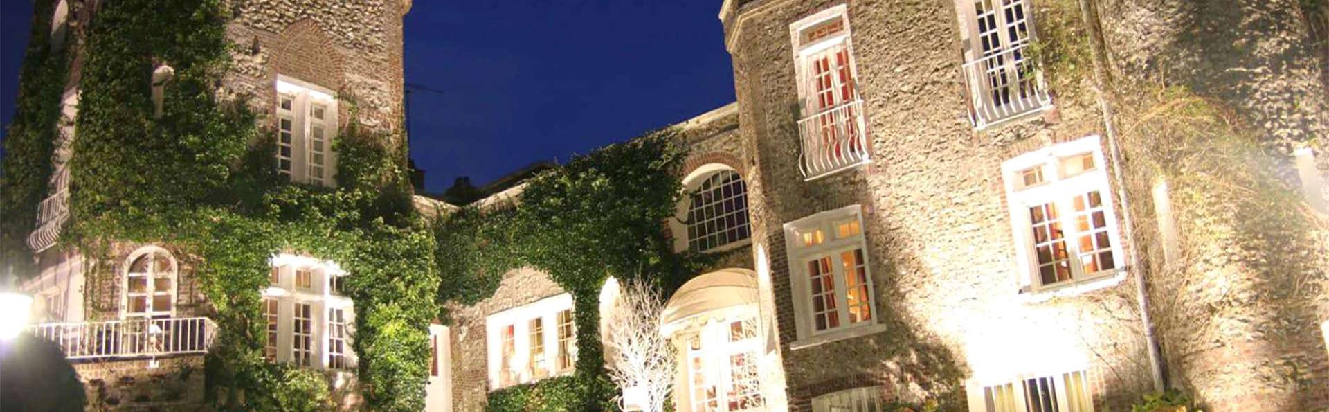 Domaine Saint Clair Le Donjon  - EDIT_facade.jpg