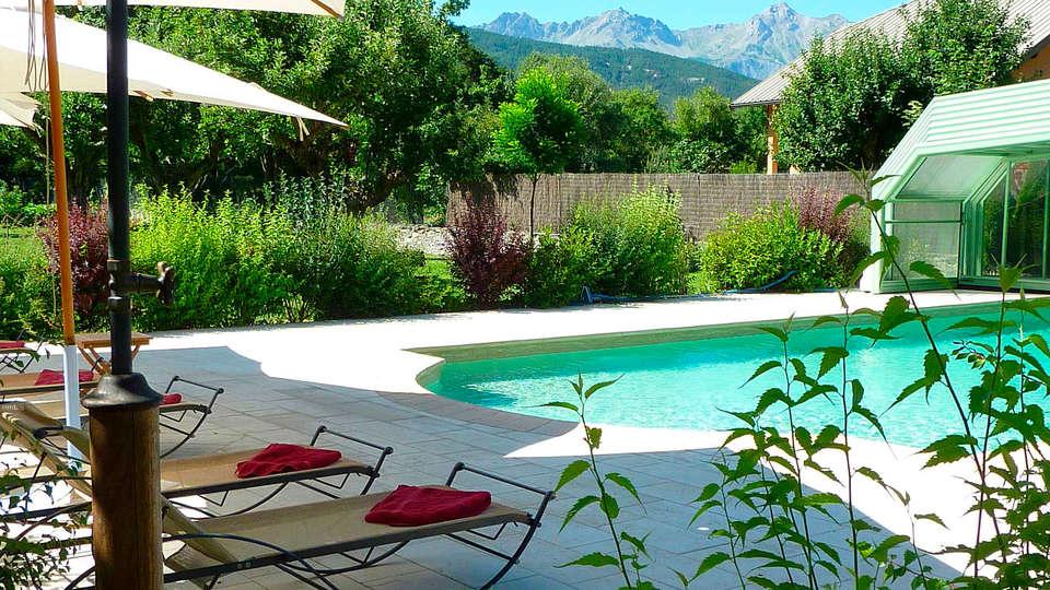 Villa Morelia - edit_piscine.jpg