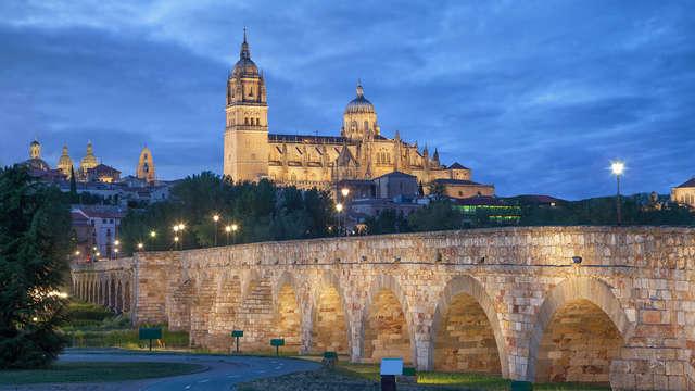Escapada romántica con botella de cava en la habitación y cena en Salamanca (desde 2 noches)
