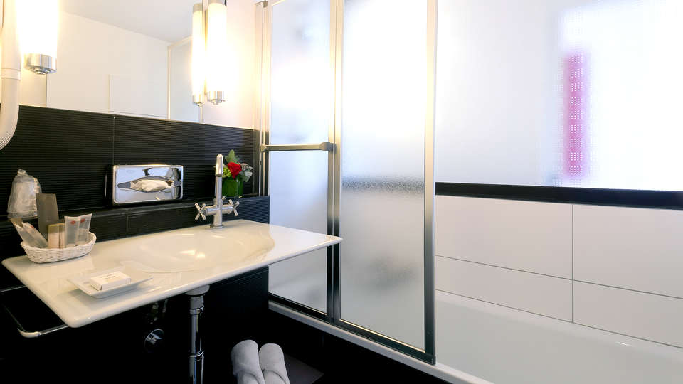 Villa 81 - Edit_Bathroom3.jpg
