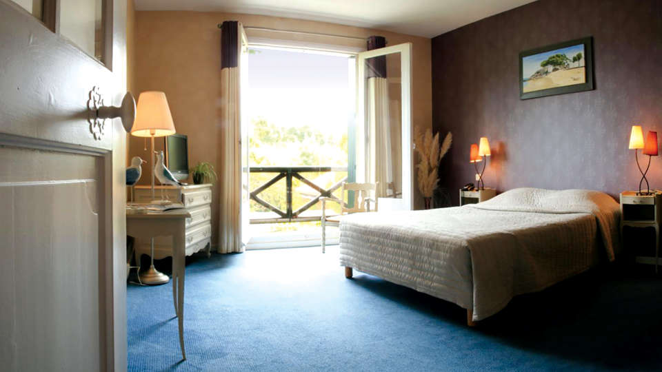 Hôtel Saint-Paul - Edit_Room3.jpg