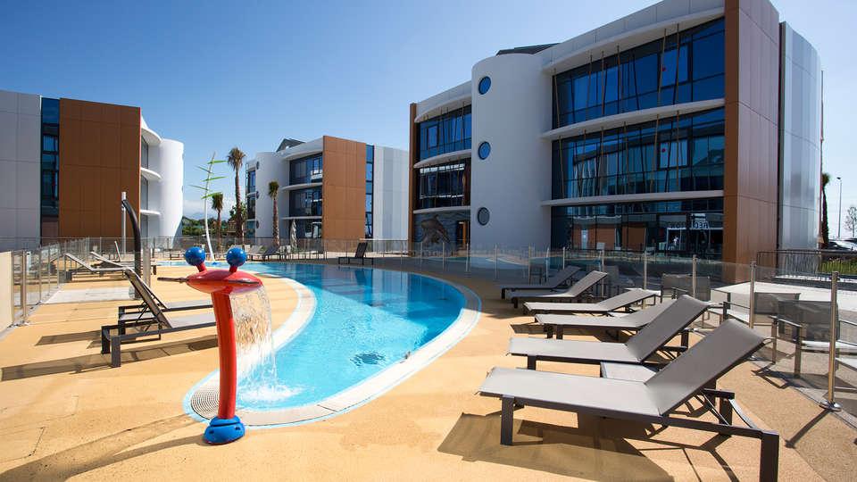 Marineland Resort - EDIT_pool.jpg