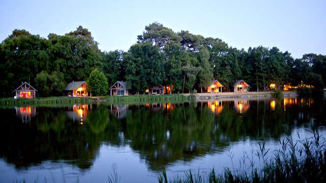 Overnacht in een hut aan het meer van Rillé midden in de natuur (vanaf 2 nachten)