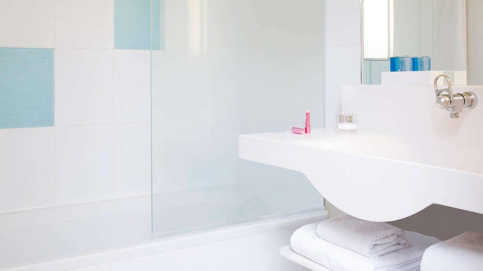 Novotel Orléans La Source - edit_bathroom.jpg