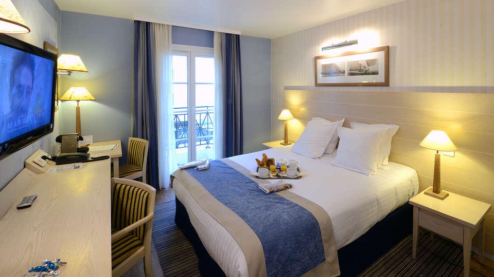 Hôtel du Soleil le Beach Hôtel - EDIT_Room.jpg