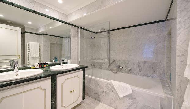 Hotel Manos Premier - bath