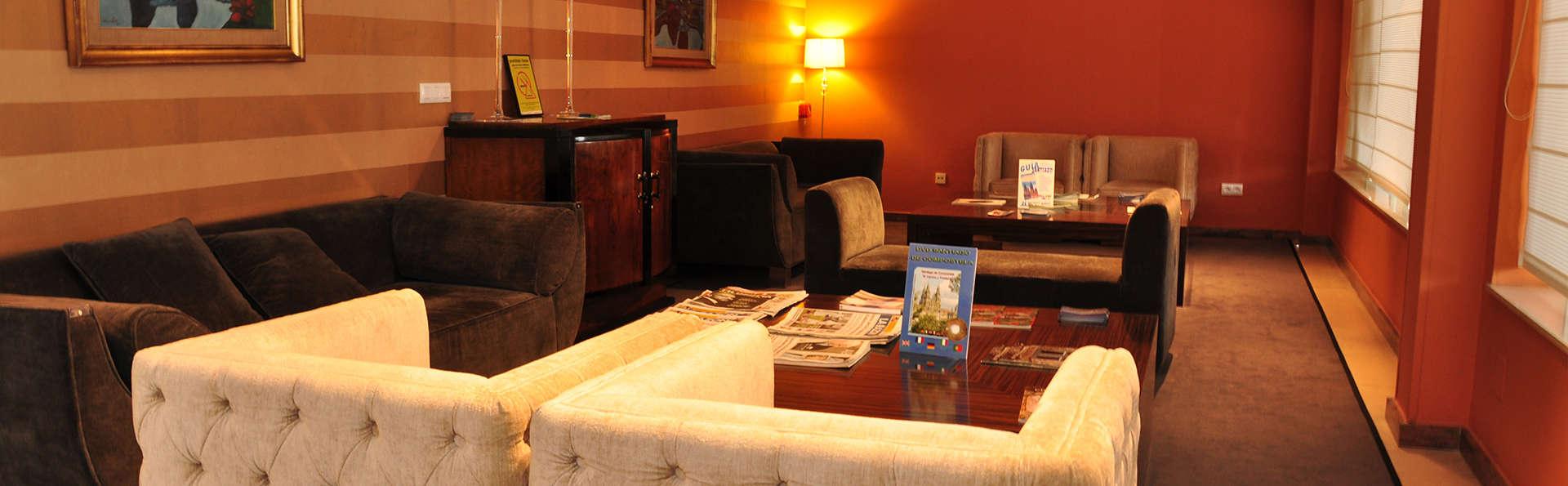 Hotel Santiago Apóstol - EDIT_lobby.jpg