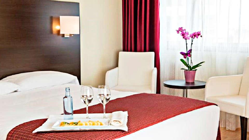 Hotel Santiago Apóstol - EDIT_room.jpg