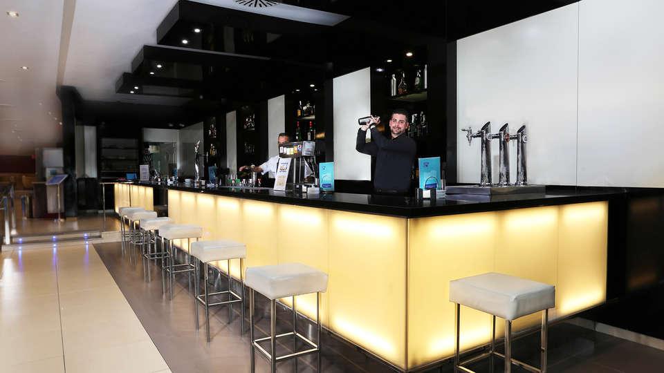 Blue Sea Gran Hotel Cervantes - EDIT_bar1.jpg