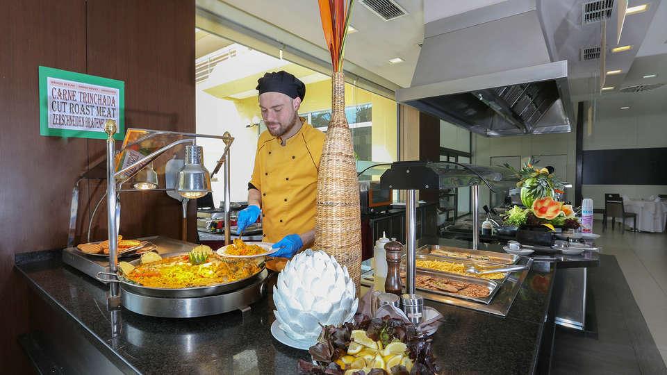 Blue Sea Gran Hotel Cervantes - EDIT_buffet3.jpg