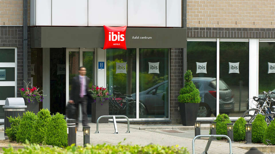 ibis Aalst Centrum - Edit_Entrance2.jpg