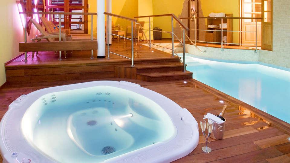 Hôtel La Matelote - EDIT_Pool.jpg