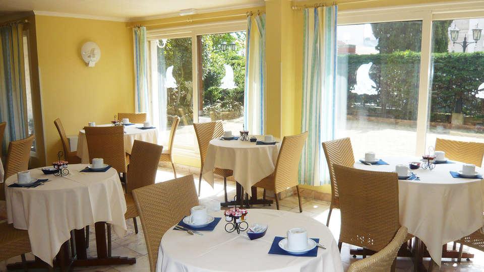 Hôtel Le Dauphin - Arcachon - EDIT_breakfast3.jpg