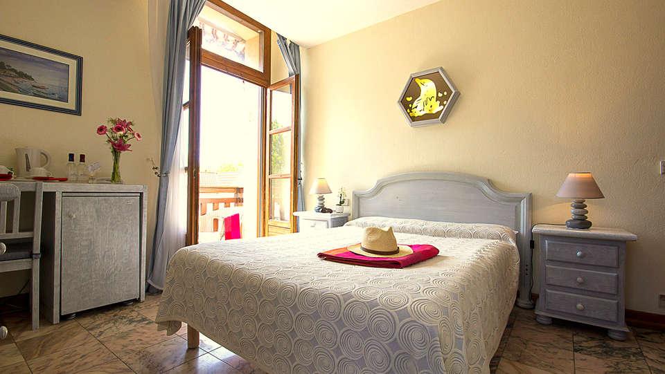 Hôtel Le Dauphin - Arcachon - EDIT_room4.jpg