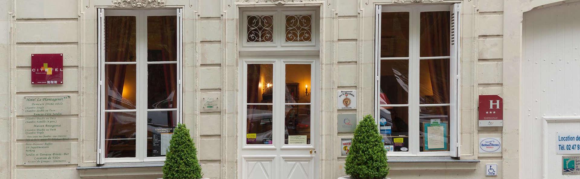 Hôtel Le Plantagenêt - EDIT_reception.jpg
