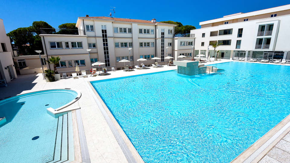 Grand Hotel Terme Marine Leopoldo II - Edit_Pool2.jpg