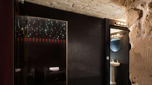 week end romantique paris avec lovebox partir de 164. Black Bedroom Furniture Sets. Home Design Ideas