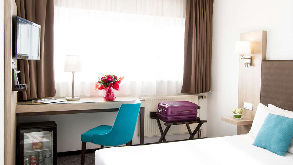 Hôtel Lille Europe / Euralille - EDIT_room3.jpg