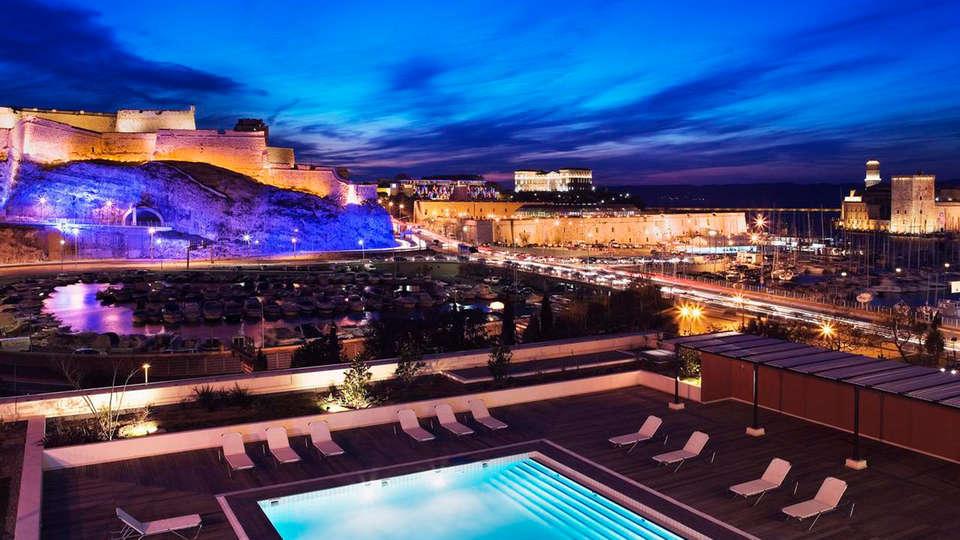 Hôtel Radisson BLU Marseille - EDIT_pool2.jpg