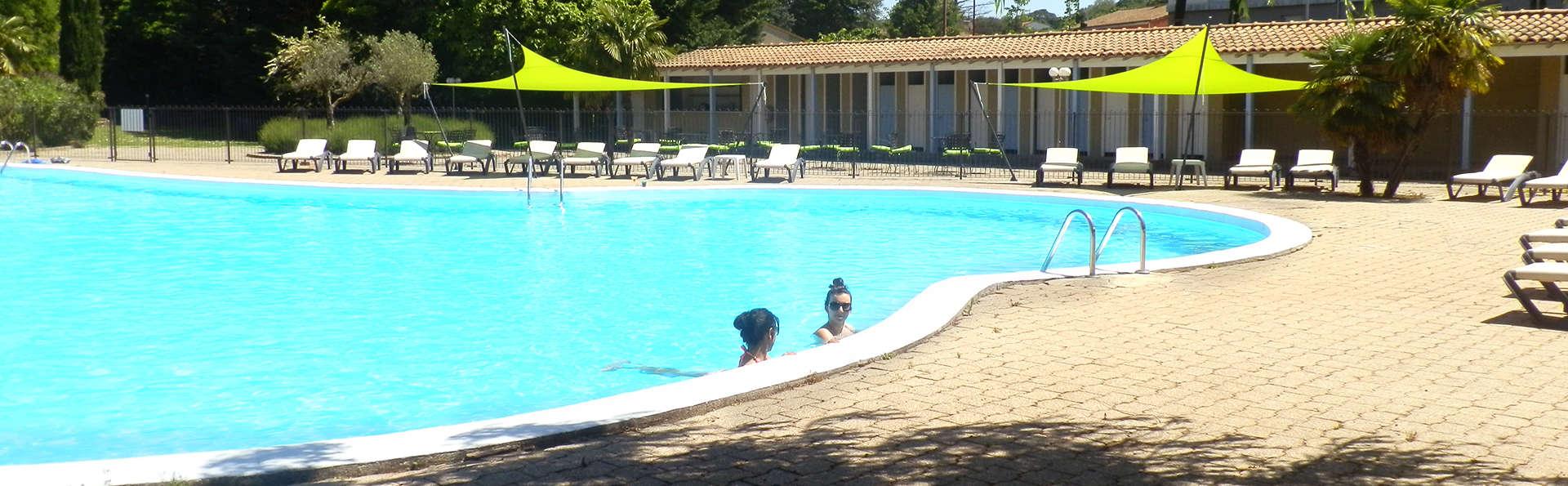 Hôtel Les Oliviers - EDIT_Pool.jpg