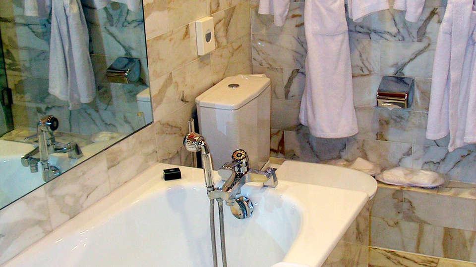 Grand Hôtel des Templiers - EDIT_bath.jpg