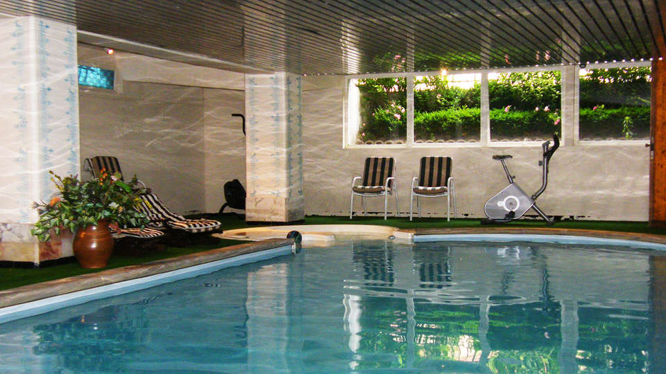 Grand Hôtel des Templiers - EDIT_pool.jpg