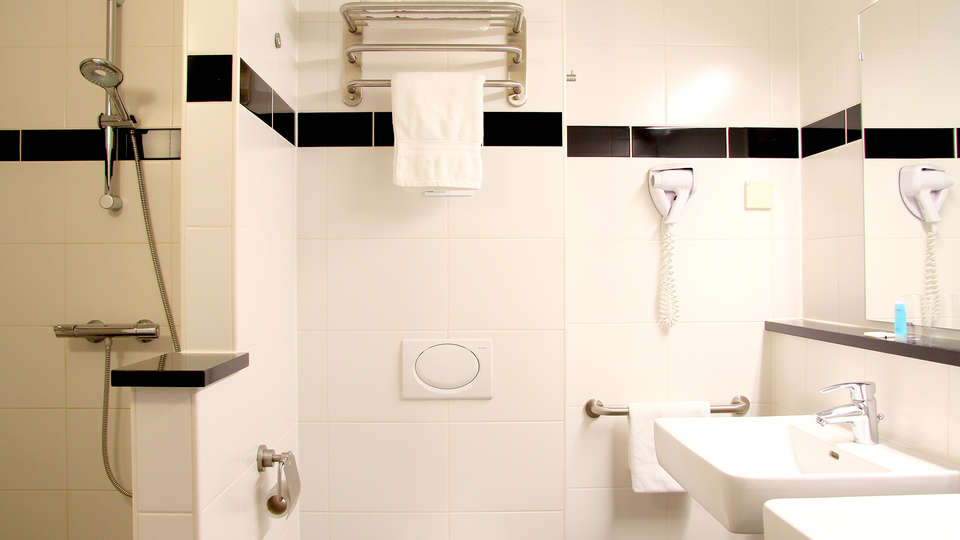 Best Western Amsterdam Airport Hotel - Edit_Bathroom2.jpg