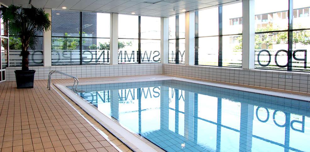 Week end chambre d 39 h te hoofddorp avec acc s la piscine for Week end avec piscine interieure