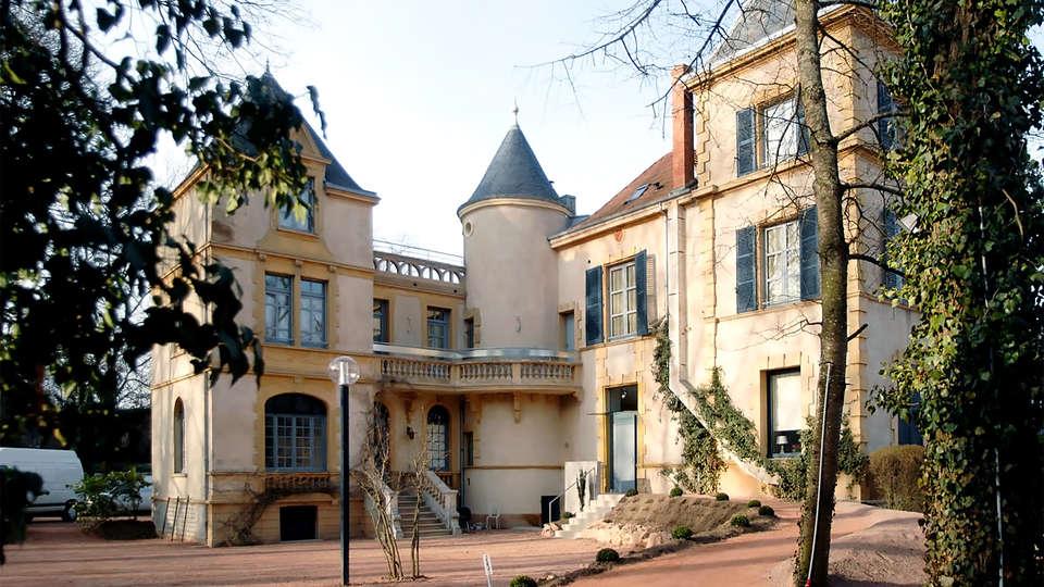 Le Château de Champlong - EDIT_facade.jpg